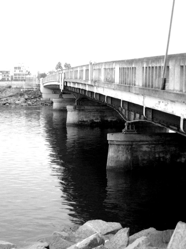 gray bw bridge